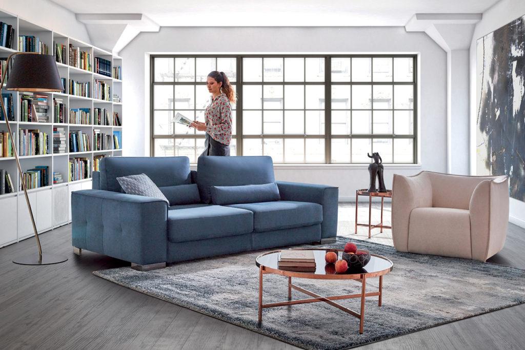 Bout de canapé en métal avec un canapé HomeSalons