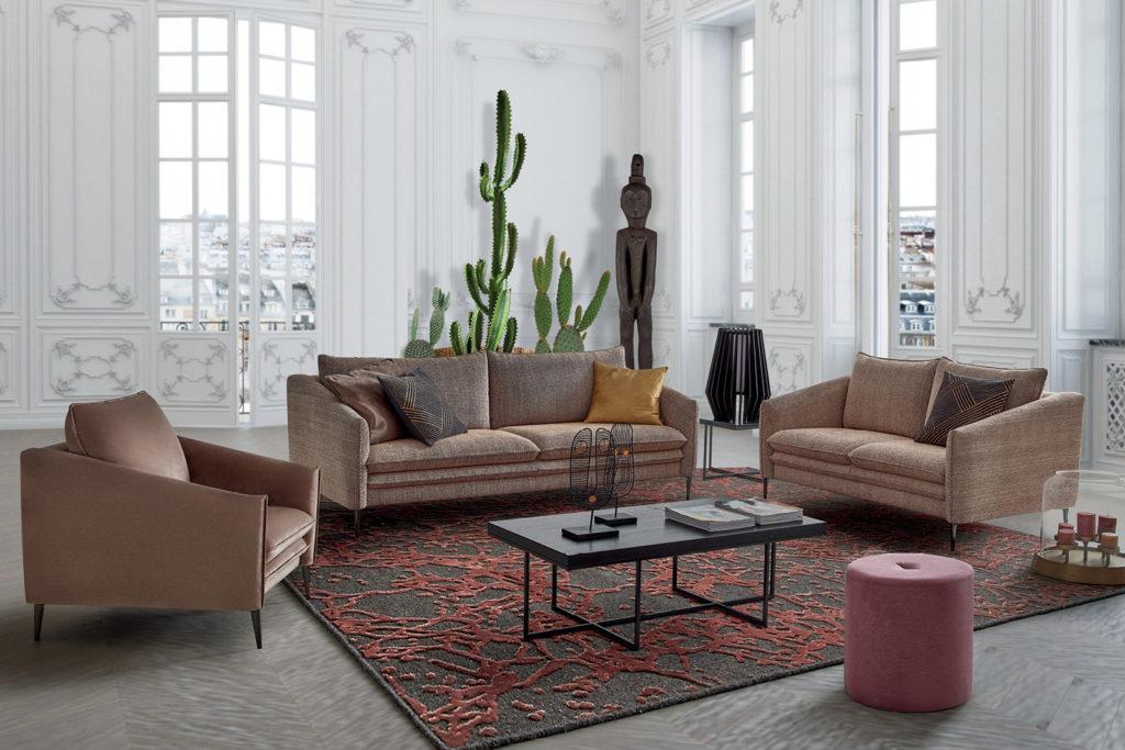 Un pouf en bout de canapé dans le salon